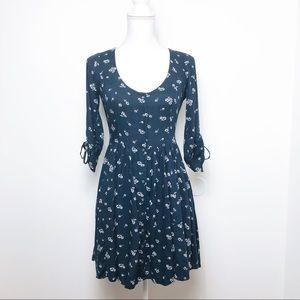 hollister • navy floral back slit dress